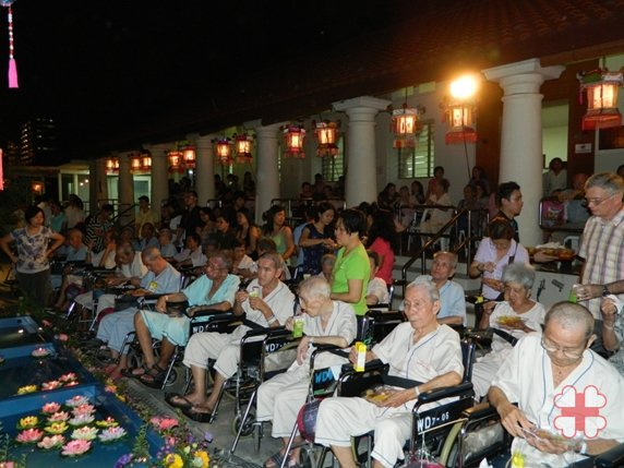 "Kwong Wai Shiu Hospital ""Light a Lantern, Warm a Heart"""