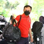 3-Our-golfer-making-his-way-to-the-golf-course-after-collecting-his-goodie-bag